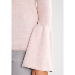 Mint Velvet FLUTED SLEEVE GROWN ON NECK Sweter petal marl. Czerwone swetry klasyczne damskie Mint Velvet, z bawełny. W wyprzedaży za 295,20 zł.