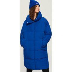 Płaszcz puffa z kołnierzem - Niebieski. Niebieskie płaszcze damskie Sinsay, l. W wyprzedaży za 99,99 zł.