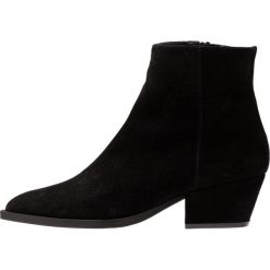 Paco Gil ADELE Ankle boot black. Czarne botki damskie na zamek Paco Gil, z materiału. Za 1009,00 zł.