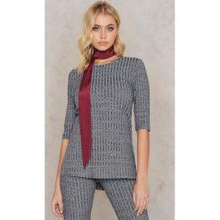 Rut&Circle Sweter w prążki Anna - Grey. Szare swetry klasyczne damskie Rut&Circle, z okrągłym kołnierzem. W wyprzedaży za 33,29 zł.