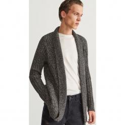 Kardigan z szalowym kołnierzem - Szary. Czarne swetry rozpinane męskie marki Reserved, l, z kapturem. Za 189,99 zł.