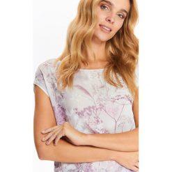 BLUZKA DAMSKA Z ŁĄCZONYCH MATERIAŁÓW Z NADRUKIEM Z PRZODU. Różowe bluzki z odkrytymi ramionami marki Top Secret, z nadrukiem, z materiału. Za 49,99 zł.