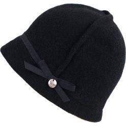 Czapka damska Kobiecy Sherlock czarna (cz16521). Czarne czapki zimowe damskie Art of Polo. Za 62,90 zł.