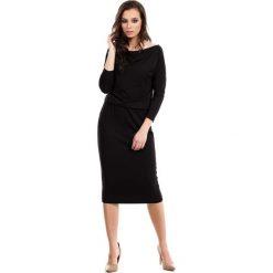 Czarna Casualowa Midi Sukienka z Lejącym Dekoltem. Czarne sukienki balowe marki bonprix, w paski, z dekoltem woda. Za 115,90 zł.