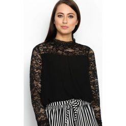 Czarna Bluzka Appeal. Czarne bluzki asymetryczne Born2be, s, w koronkowe wzory, z koronki, ze stójką, z długim rękawem. Za 49,99 zł.
