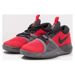 Nike Performance ZOOM ASSERSION Obuwie do koszykówki university red/black/dark grey. Czarne buty sportowe męskie marki Nike Performance, z materiału, na golfa. W wyprzedaży za 223,20 zł.