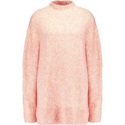 Swetry damskie: Weekday BERRY  Sweter coral