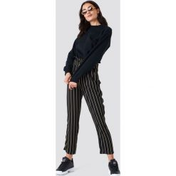 Bluzy rozpinane damskie: NA-KD Urban Bluza z haftem NA-KD - Black