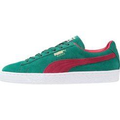 Puma SUEDE CLASSIC+ 90 Tenisówki i Trampki galapagos green/rio red/white/team gold. Czarne tenisówki damskie marki Puma. W wyprzedaży za 246,35 zł.
