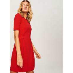 Gładka sukienka - Czerwony. Czerwone sukienki marki Reserved, s. Za 79,99 zł.