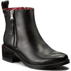 Botki CARINII - B4058 E50-000-PSK-C54. Czarne buty zimowe damskie Carinii, ze skóry. W wyprzedaży za 259,00 zł.