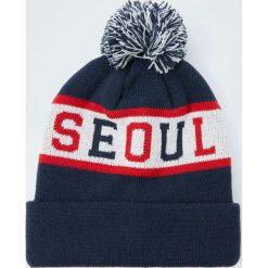 """Czapka z dzianiny z pasem """"Seoul"""". Czarne czapki męskie Pull&Bear, z dzianiny. Za 59,90 zł."""