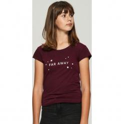 T-shirt z nadrukiem - Bordowy. Czerwone t-shirty damskie marki Sinsay, l, z nadrukiem. Za 9,99 zł.