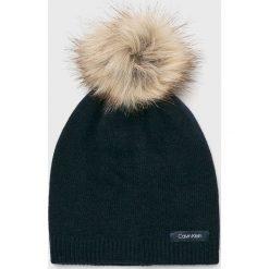 Calvin Klein - Czapka. Szare czapki zimowe damskie Calvin Klein, z dzianiny. Za 179,90 zł.