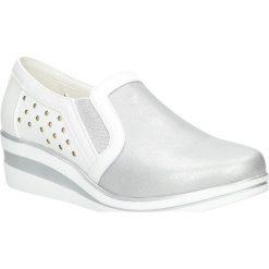 Srebrne półbuty ażurowe slip on na koturnie Sergio Leone PB230-05P. Czarne buty ślubne damskie marki Sergio Leone. Za 69,99 zł.