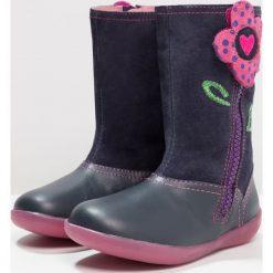 Agatha Ruiz de la Prada BUTTERFLY Kozaki purple. Szare buty zimowe damskie marki Agatha Ruiz de la Prada. W wyprzedaży za 180,95 zł.