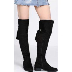 Czarne Kozaki Easy. Czarne buty zimowe damskie Born2be, z okrągłym noskiem, na płaskiej podeszwie. Za 159,99 zł.