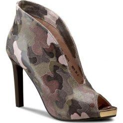 Szpilki CARINII - B3879 J80-000-000-C17. Brązowe buty zimowe damskie Carinii, ze skóry. W wyprzedaży za 269,00 zł.