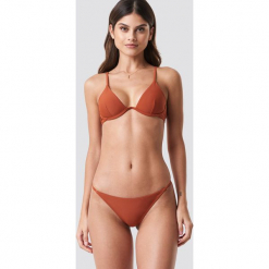 NA-KD Swimwear Dół bikini z cienkim paseczkiem - Brown. Brązowe bikini marki NA-KD Swimwear. Za 32,00 zł.