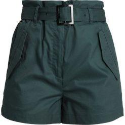 GStar ROVIC HIGH PAPERBAG SHORT Szorty maple green. Zielone szorty damskie paperbag marki G-Star, z bawełny. Za 469,00 zł.