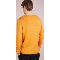 DRYKORN HEATH Sweter curry. Niebieskie swetry klasyczne męskie marki DRYKORN, m, z dekoltem karo. Za 419,00 zł.