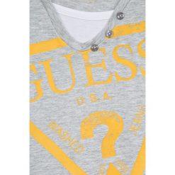Guess Jeans - T-shirt dziecięcy 118-176 cm. Szare t-shirty chłopięce z nadrukiem marki Guess Jeans, l, z bawełny, z okrągłym kołnierzem. W wyprzedaży za 79,90 zł.