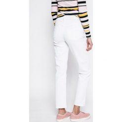 Calvin Klein Jeans - Jeansy White Wash. Białe jeansy damskie z wysokim stanem marki Calvin Klein Jeans. W wyprzedaży za 229,90 zł.