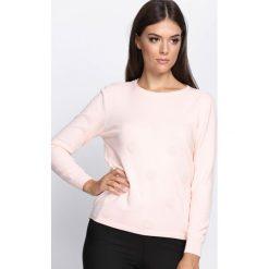 Jasnoróżowy Sweter In My Feelings. Szare swetry klasyczne damskie Born2be, l, z okrągłym kołnierzem. Za 59,99 zł.