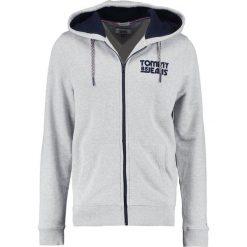 Tommy Jeans ESSENTIAL GRAPHIC ZIPTHRU Bluza rozpinana light grey. Szare bluzy męskie rozpinane marki Tommy Jeans, m, z bawełny. W wyprzedaży za 381,65 zł.