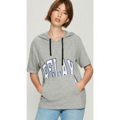 T-shirt z kapturem - Jasny szar. Szare t-shirty damskie Sinsay, l, z kapturem. W wyprzedaży za 19,99 zł.