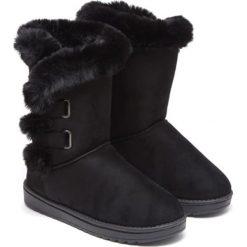 Botki w kolorze czarnym. Czarne buty zimowe damskie Carla Samuel, na zimę. W wyprzedaży za 159,95 zł.
