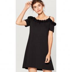 Sukienka na ramiączkach - Czarny. Czarne sukienki na komunię marki Reserved, l, z dekoltem na plecach. W wyprzedaży za 79,99 zł.