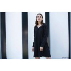 Sukienki balowe: Sukienka SIMPLICITY BLACK