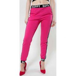 Spodnie dresowe damskie: Fuksjowe Spodnie Happy Days