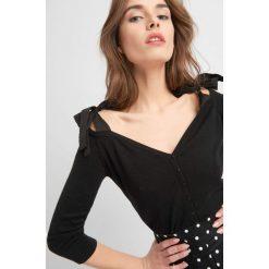 Odzież damska: Sweter z dekoltem carmen
