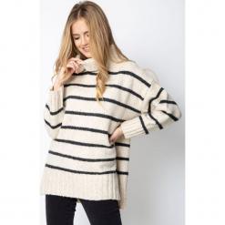 Sweter oversize w paski QUIOSQUE. Szare golfy damskie QUIOSQUE, w paski, ze skóry ekologicznej. Za 189,99 zł.