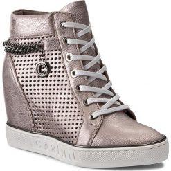 Sneakersy CARINII - B3968/OT J87-000-000-B88. Różowe sneakersy damskie marki Carinii, z materiału, z okrągłym noskiem, na obcasie. W wyprzedaży za 249,00 zł.