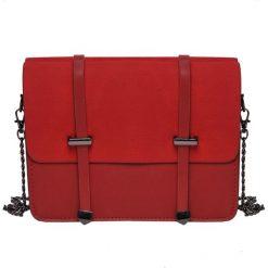 MAŁA TOREBKA Z OZDOBNYMI KLAMRAMI. Czerwone torebki klasyczne damskie marki Top Secret, małe. Za 64,99 zł.
