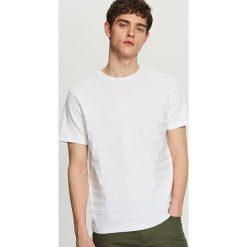 T-shirty męskie: T-shirt w strukturalne pasy – Biały