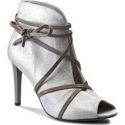Botki CARINII - B3564 Savage 1923. Szare buty zimowe damskie Carinii, z nubiku, na obcasie. W wyprzedaży za 219,00 zł.