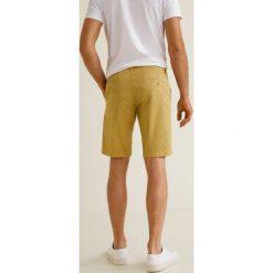 Mango Man - Szorty Gracia3. Szare szorty męskie marki Mango Man, z bawełny, casualowe. W wyprzedaży za 69,90 zł.