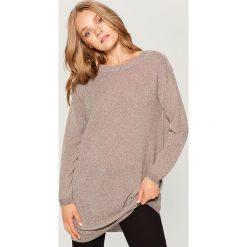 Sweter z wycięciem na plecach - Beżowy. Brązowe swetry klasyczne damskie marki Mohito, l, z dekoltem na plecach. W wyprzedaży za 79,99 zł.