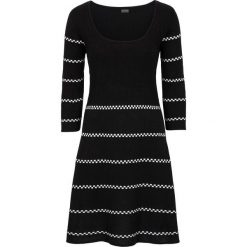 Sukienka dzianinowa bonprix czarno-biały w paski. Białe sukienki dzianinowe bonprix, w paski. Za 99,99 zł.