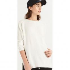 Luźny sweter - Kremowy. Białe swetry klasyczne damskie marki Sinsay, l. Za 49,99 zł.