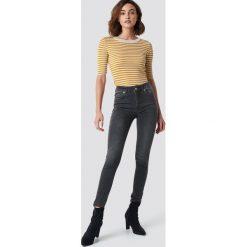 Spodnie damskie: NA-KD Jeansy Skinny Mid Waist - Grey