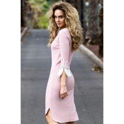 Sukienki: Sukienka z warstwowymi rękawami – pudrowa