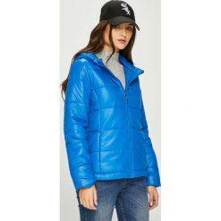Pepe Jeans - Kurtka Candy. Niebieskie bomberki damskie Pepe Jeans, l, z jeansu, z kapturem. W wyprzedaży za 319,90 zł.