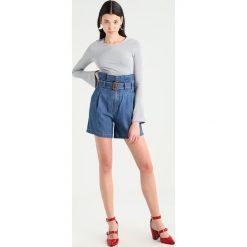 Miss Sixty IANNA JEANS Szorty jeansowe blue denim. Niebieskie jeansy damskie Miss Sixty, z bawełny. W wyprzedaży za 471,20 zł.