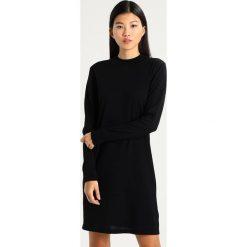Noa Noa LISA Sukienka dzianinowa black. Czarne sukienki dzianinowe marki Noa Noa, xxs. W wyprzedaży za 389,25 zł.