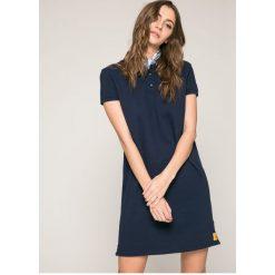 Calvin Klein Jeans - Sukienka. Szare sukienki dzianinowe marki Calvin Klein Jeans, na co dzień, l, casualowe, z krótkim rękawem, mini. W wyprzedaży za 299,90 zł.